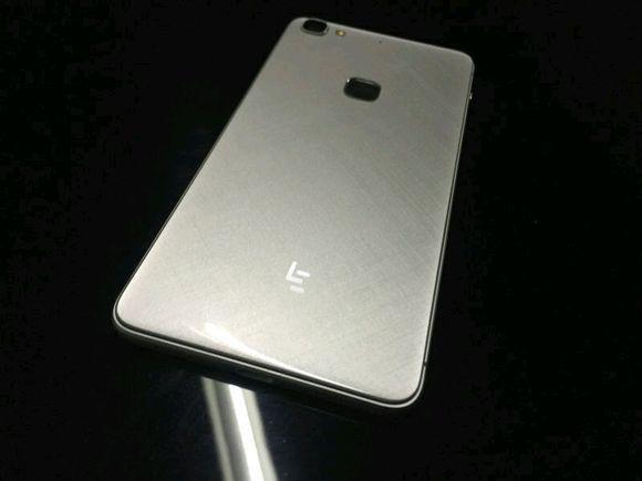 乐视超级手机2代应该是延续了id无边框